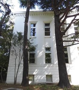庁舎の窓 十条(東京)
