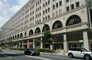 百貨店の窓 浅草(東京)