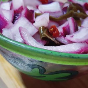 香川県産 讃岐の赤玉葱 で作るサラダマリネ