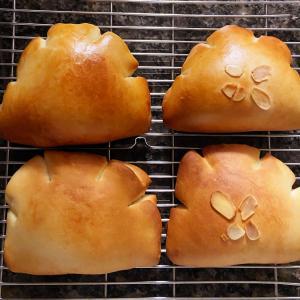 【クリームパン焼けました】