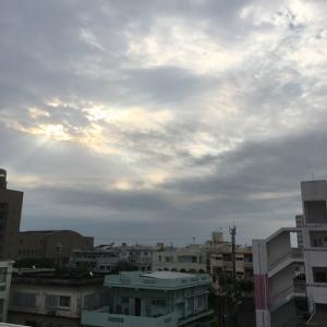 21℃雨上がりの曇り空@グッドモーニング!Tuesday コザ♪