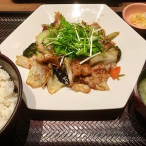 今夜のディナーは大戸屋 泡瀬店の豚と野菜の豆鼓炒め定食♪