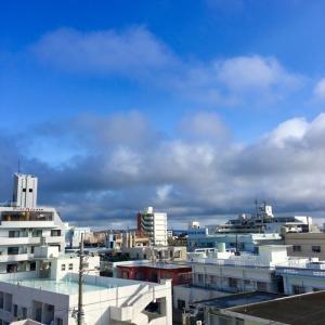 23℃の雲の多い晴れ空@グッドモーニング!Saturday コザ♪