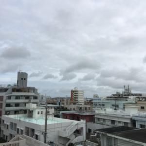 26℃の蒸し暑い曇り空@グッドモーニング!Saturday コザ♪