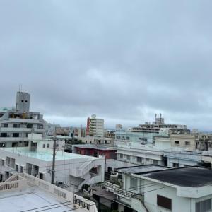26℃の蒸し暑い曇り空@グッドモーニング!Tuesday コザ♪