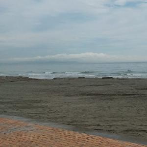 今日の波と自分流の暑さ対策...
