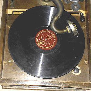 十数年ぶりの蓄音器を取り出した