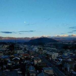 茅野市役所から望む八ヶ岳。
