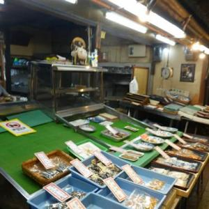 久しぶりに、京都、錦市場をぶらりとして、「山市」さんで桜干を買う。