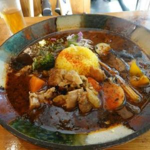 大阪、梅田、「スープカレーなっぱ」へ、スープカレーのランチを頂く。