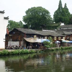 コロナ引き籠り。杭州絵画留学の日々が懐かしい。−42、諸葛八卦村、池の畔で。