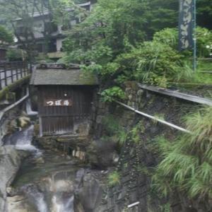 熊野古道の旅、中辺路をちょろっと。−26、湯の峰温泉、壺湯に入る。
