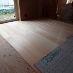 新潟市秋葉区 桧の無垢材フローリング床板