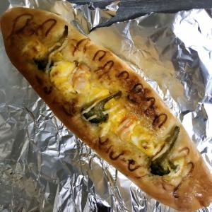 サンマルクカフェ 海老たまごのフランスパンとバジル&クリームチーズピザ