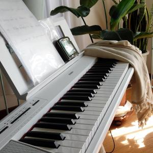 白いキーボード@YAMAHAピアジェーロ