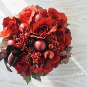 赤バラのキラキラベリークリスマスアレンジ。