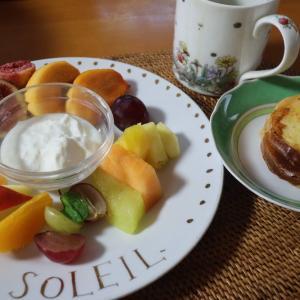 カットフルーツ朝食