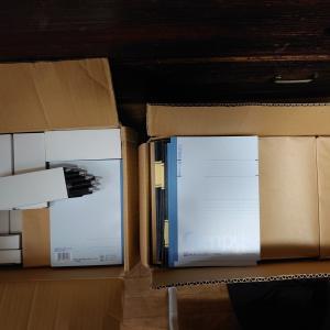 【加藤佐貴子 様】より580個の文房具が届きました