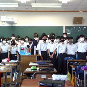 【 青島中学校38HR様】より336個と1個のランドセルの文房具が届きました