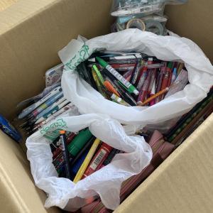 【大成高等学校 様】より320個の文房具が届きました