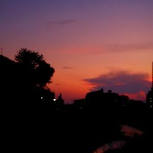 雨なので晴れた夕景の写真