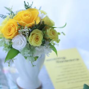 素敵なミキモトの花器で上品なアレンジメント