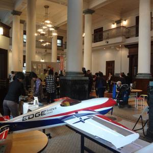 千葉市美術館で飛行機のブローチを販売しました。