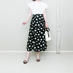 CHICWISHのスポット柄スカートで大人可愛い白黒コーデ!