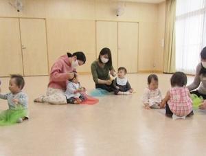 ◆5月親子ひろばはわくわくするもので遊びます