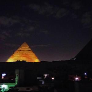 大迫力!9つのピラミッドが並ぶ夜景 in エジプト