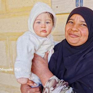 古代遺跡の村で出会った 小さな美しい人 in エジプト