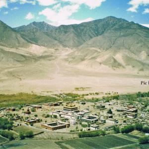 曼荼羅 (マンダラ) になっている村で 瞑想 in チベット