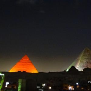 ピラミッドの夜景に映ったオーブ(たまゆら)写真 in エジプト