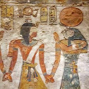 古代エジプト:神々と人間が手をつなぐ図 @各地の神殿