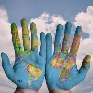 手を取り合って、助け合うこと!