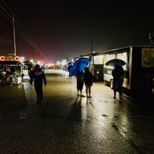 フードトラック(火曜の夜)