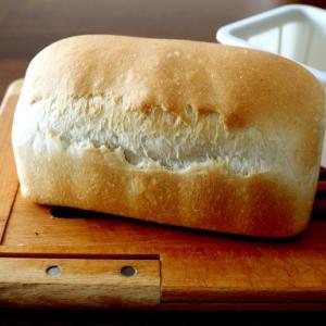 ライ麦入りのワンローフ確認つまみ喰い・・にゃ♪
