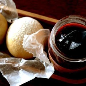 赤ワインと無花果のジャムとオートミールの丸パン♪