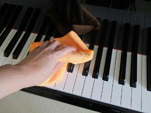 コロナ規制緩和 ピアノの調律をしてもらいました