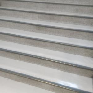 階段を上り下り