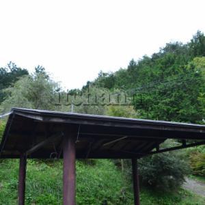 タープ椅子テーブル不要で雨も大丈夫!全サイト屋根あり東屋つきのキャンプ場