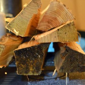焚火用の薪が湿っていても薪スト使えば乾きます・ただし監視は必要