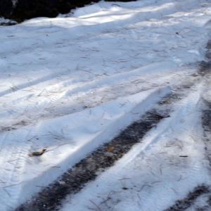 真冬の峠みち県道は夏タイヤで走れても脇にそれたら冬タイヤすらヤバい世界が…