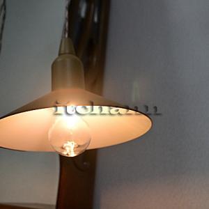 【POST GENERAL ハングランプ】 裸電球型なのに割れないLEDランタンのあったかい灯り