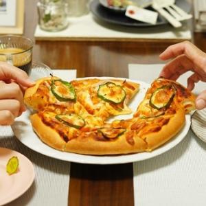 美味しく焼けたピッツァは幸せな香りです♡