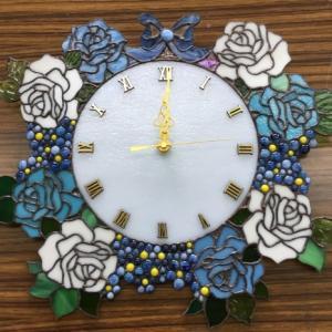 青い薔薇の時計