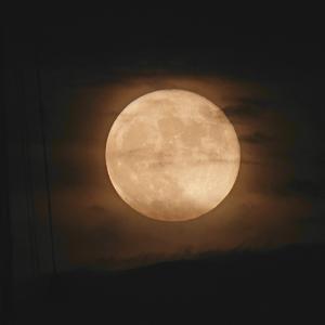 曇り空の満月(2021-6-25)