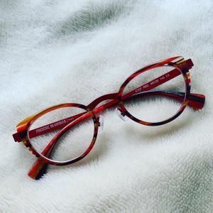 〓 念願の赤い眼鏡