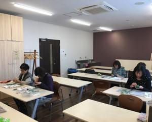 安城市アンフォーレ内暮らしの学校でカービング教室