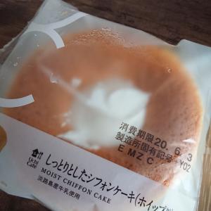 ローソン︰Uchi Cafe しっとりしたシフォンケーキホイップクリーム